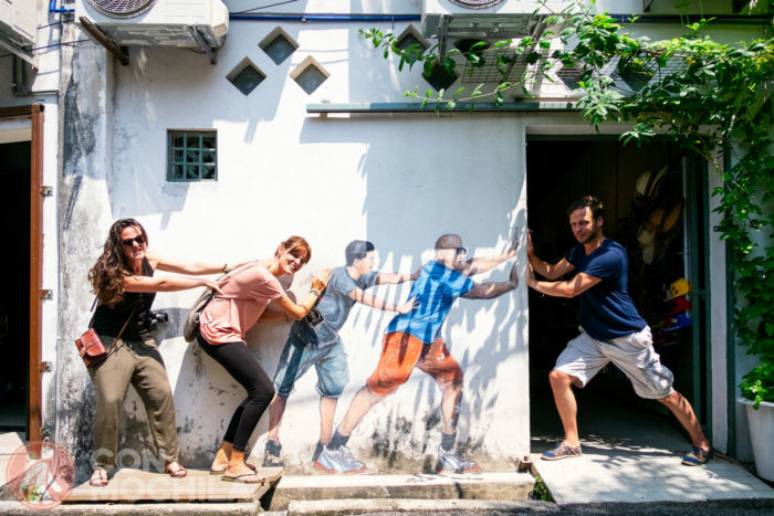 De izq a dcha: Inma con unos joggers, yo con unas mallas y Pascal con el clásico pantalón de bolsillos laterales