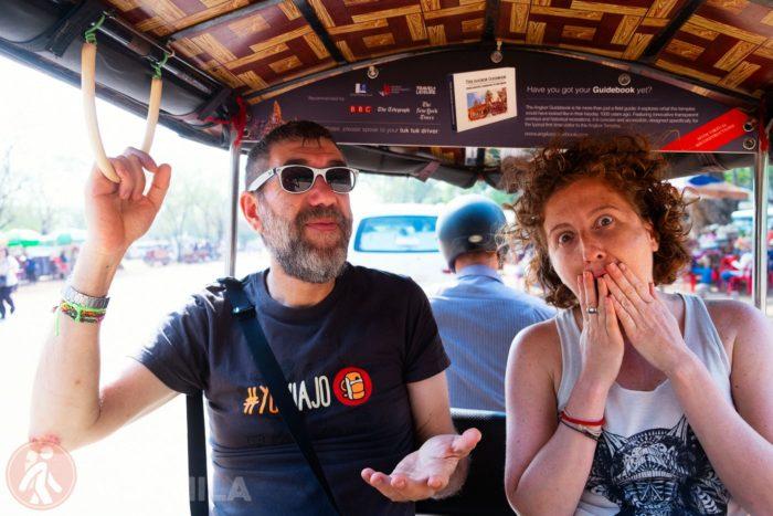 A la izq Juanlu luciendo una preciosa camiseta #yoviajo y a la dcha Andrea, que prefiere sin tirantes