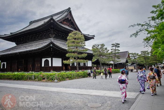 Exteriores del recinto del templo