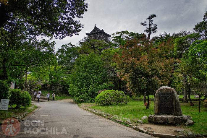 Jardín de acceso al castillo de Hiroshima