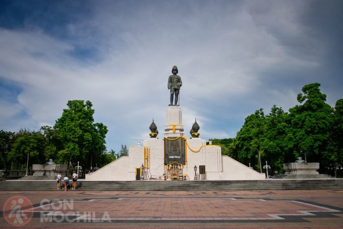 La estatua del rey Vajiravudh (Rama VI)