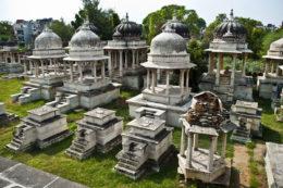 UDAIPUR GUIA DE VIAJE Ahar cenotafios