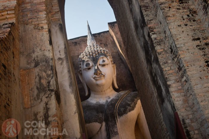 Mirada de la figura de Buda de Wat Si Chum