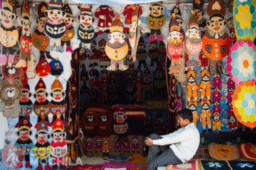 Mercado o bazaar con artesanías