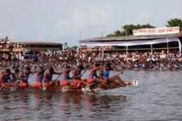 Lago Punnamada y carreras en snake boats