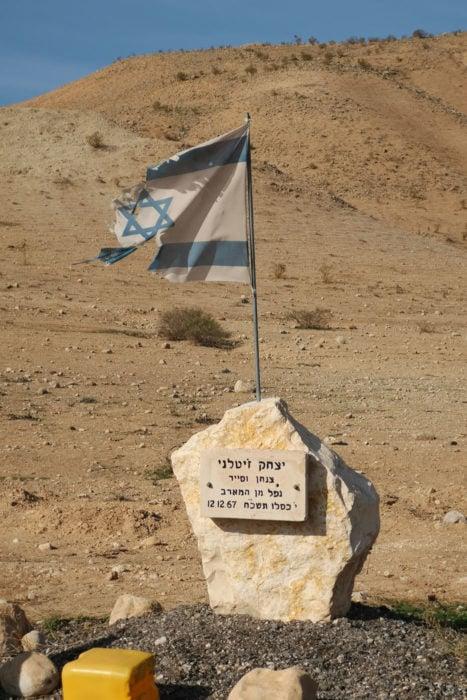 Memorias de combates a lo largo del territorio