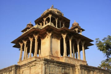 Cenotapio de los 84 pilares