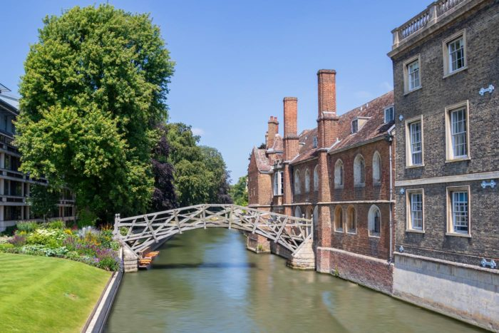 Queen's College y el Mathematical bridge