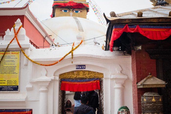 Entrada a la estupa