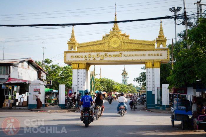 Arco de entrada a Mahumuni paya
