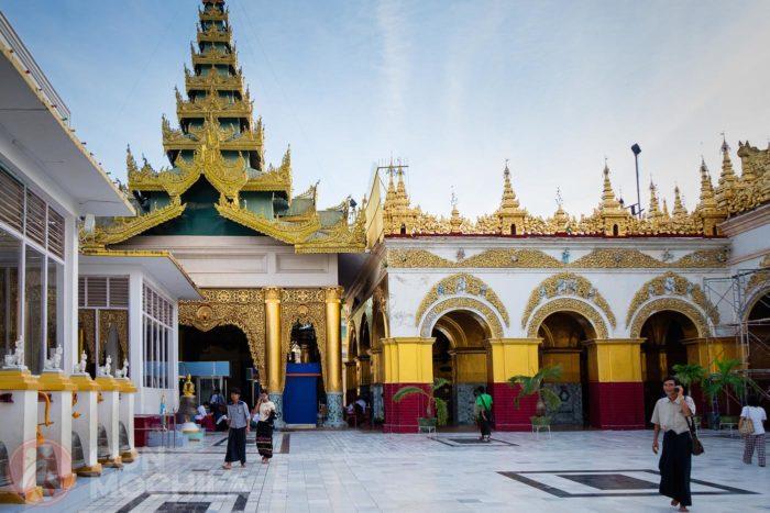 Patio interior del templo de Mahamuni