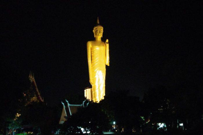 Buda luminoso Tailandia