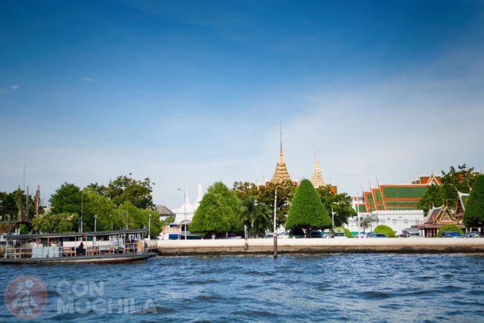 Templos junto al río Chao Phraya