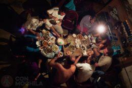 Cenando en un homestay en Sapa