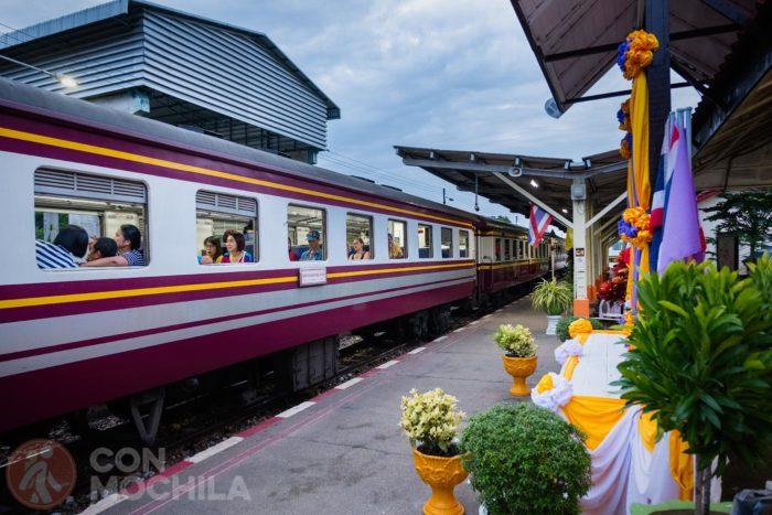 El tren en la estación de Kanchanaburi