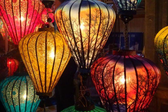 Puesto de lamparas en la ciudad de Hoian