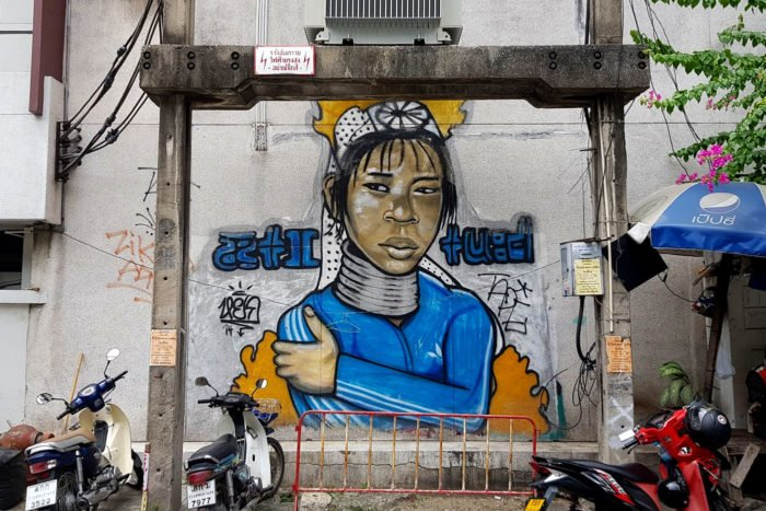 mujeres jirafa grafiti Bangkok