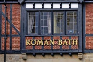 Museo y pub Roman Bath / Pres Panayotov / Shutterstock.com