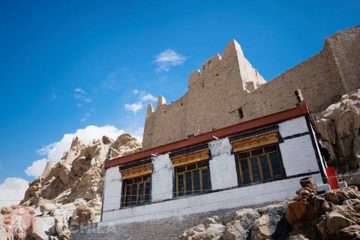 Vista del monasterio y de las ruinas