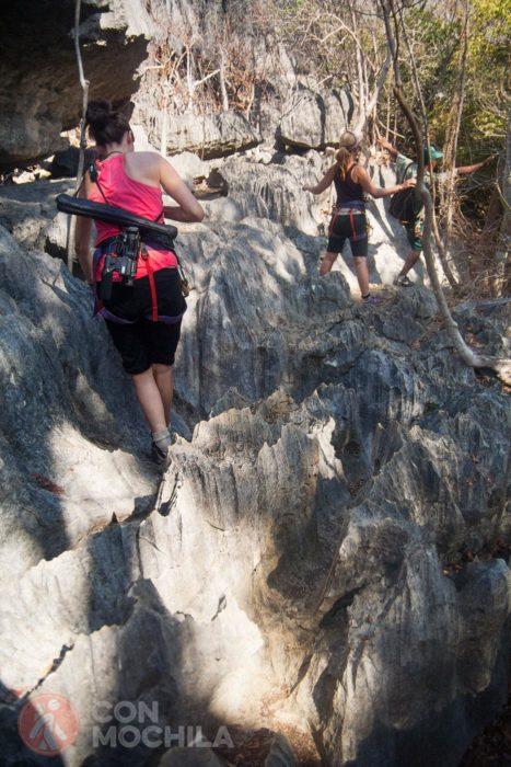 Caminando entre rocas afiladas
