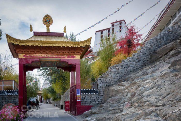 Acceso al monasterio Thiksey