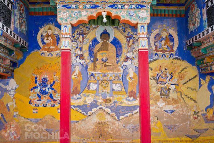 Murales y columnas de colores