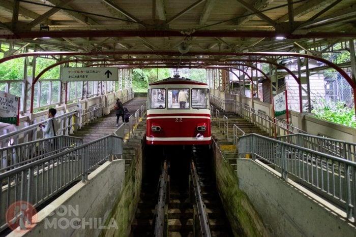 El tren de cremallera hacia arriba