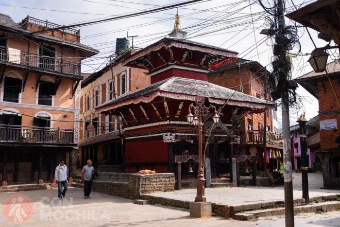 Templo en calle principal