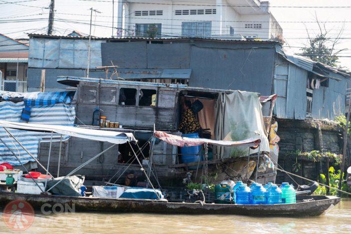 Barco del mercado flotante