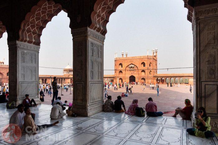 Vistas del patio desde dentro de la mezquita