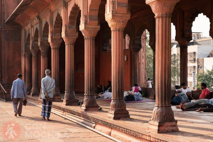 Lateral del patio desde donde contemplar la ciudad de Delhi
