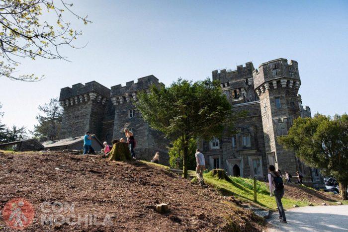 Descanso enfrente del castillo