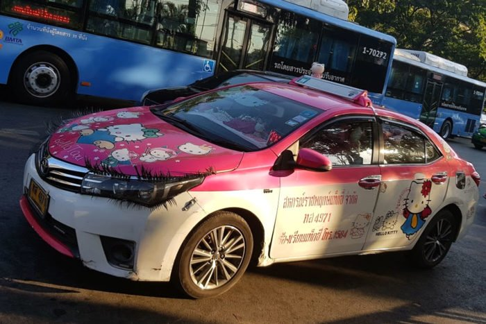 coche Hello Kitty