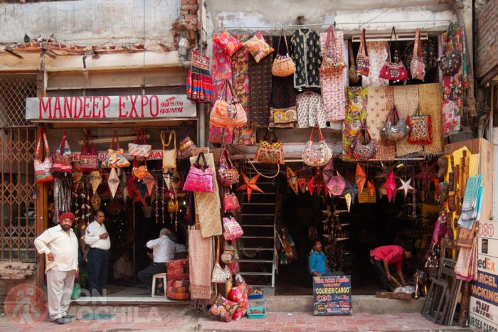 Una de las típicas tiendas del final de Main Bazar