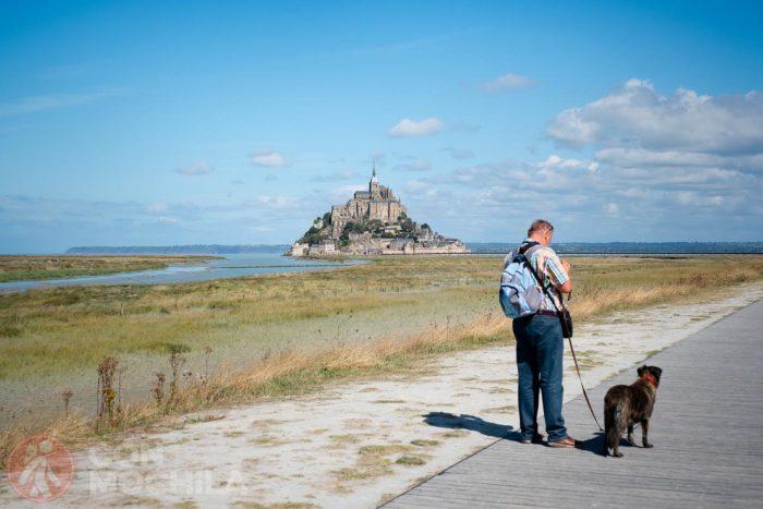 Mucha gente se anima a ir con sus perros al Mont Saint Michel