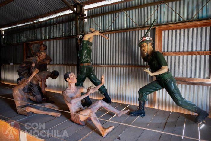 Figuras representando las torturas y agresiones