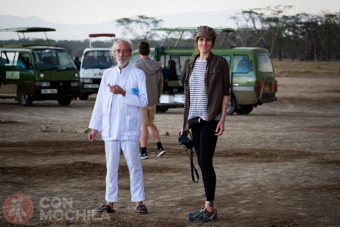 Con Nando, paseando por el Lago Nakuru