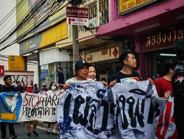 Los bravos chavales que ayer tiraron pintura sobre los agentes al ser requeridos por la policía.