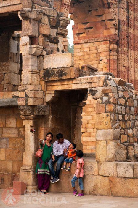 Familia haciéndose fotos