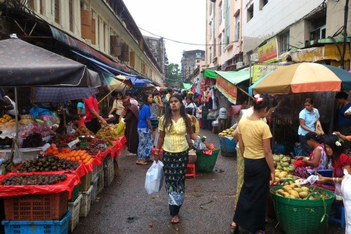 Un mercado de Yangón, en los primeros tiempos de la apertura de Myanmar.